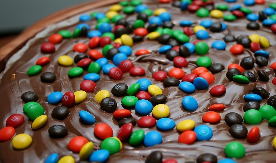 pizza de chocolate com MMS