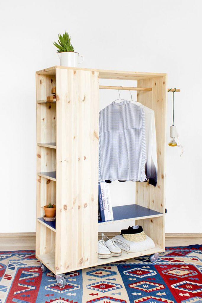 """Matheus - """"Não quer gastar dinheiro com um guarda-roupa novo? Faça o seu, além de ser mais barato, adicionara um toque único ao quarto. """""""